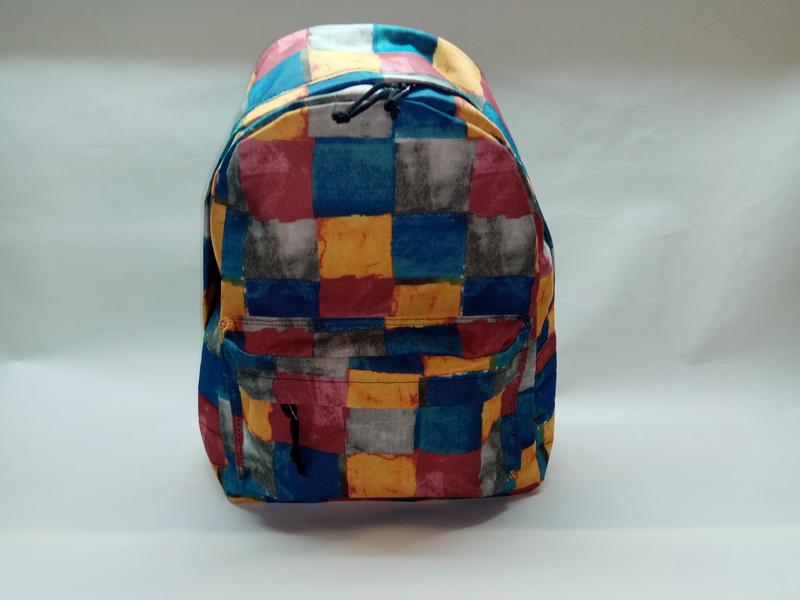 Купить оптом у производителя рюкзак 80Д квадрат